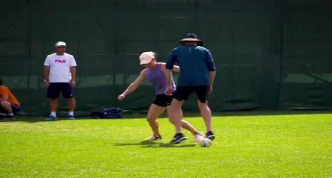 VIDEO / Simona Halep, mai tare decât Gică Hagi! Numărul 1 WTA şi-a umilit antrenorul în timpul unui meci de fotbal